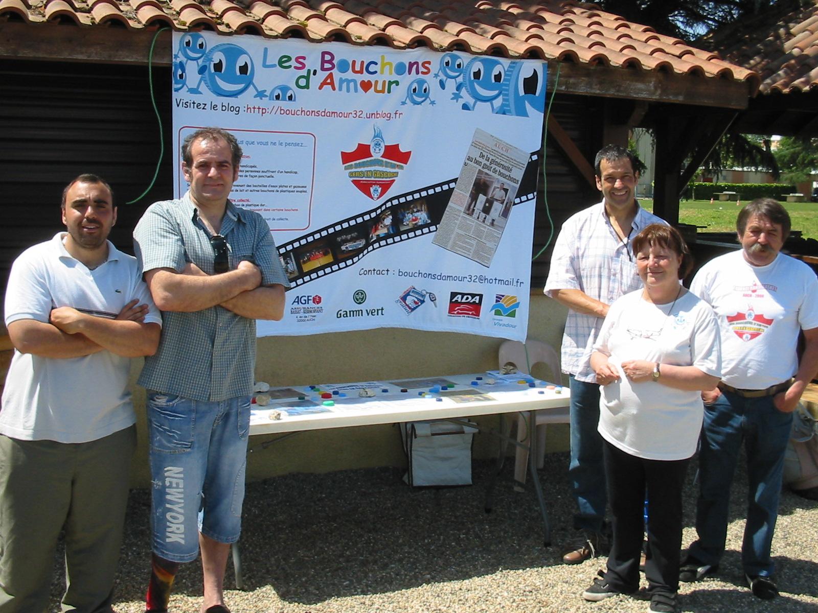 Guillaume, Eric, Gilette, Salim et Michel ont participé à la journée handisport à Condom le 28 mai 2009