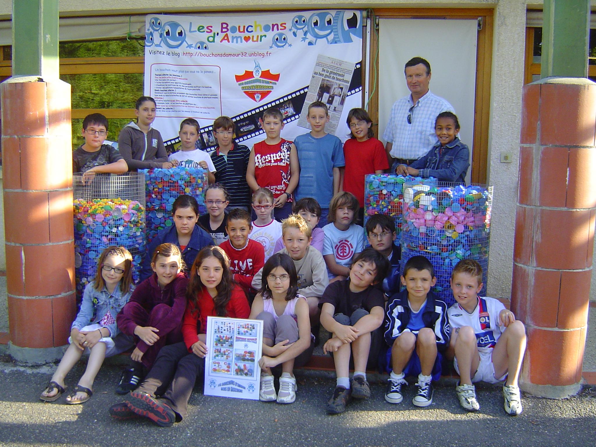 Les élèves du CM1 / CM2 de l'école primaire de DURAN ont remis environ 200 Kg de leur collecte de bouchons